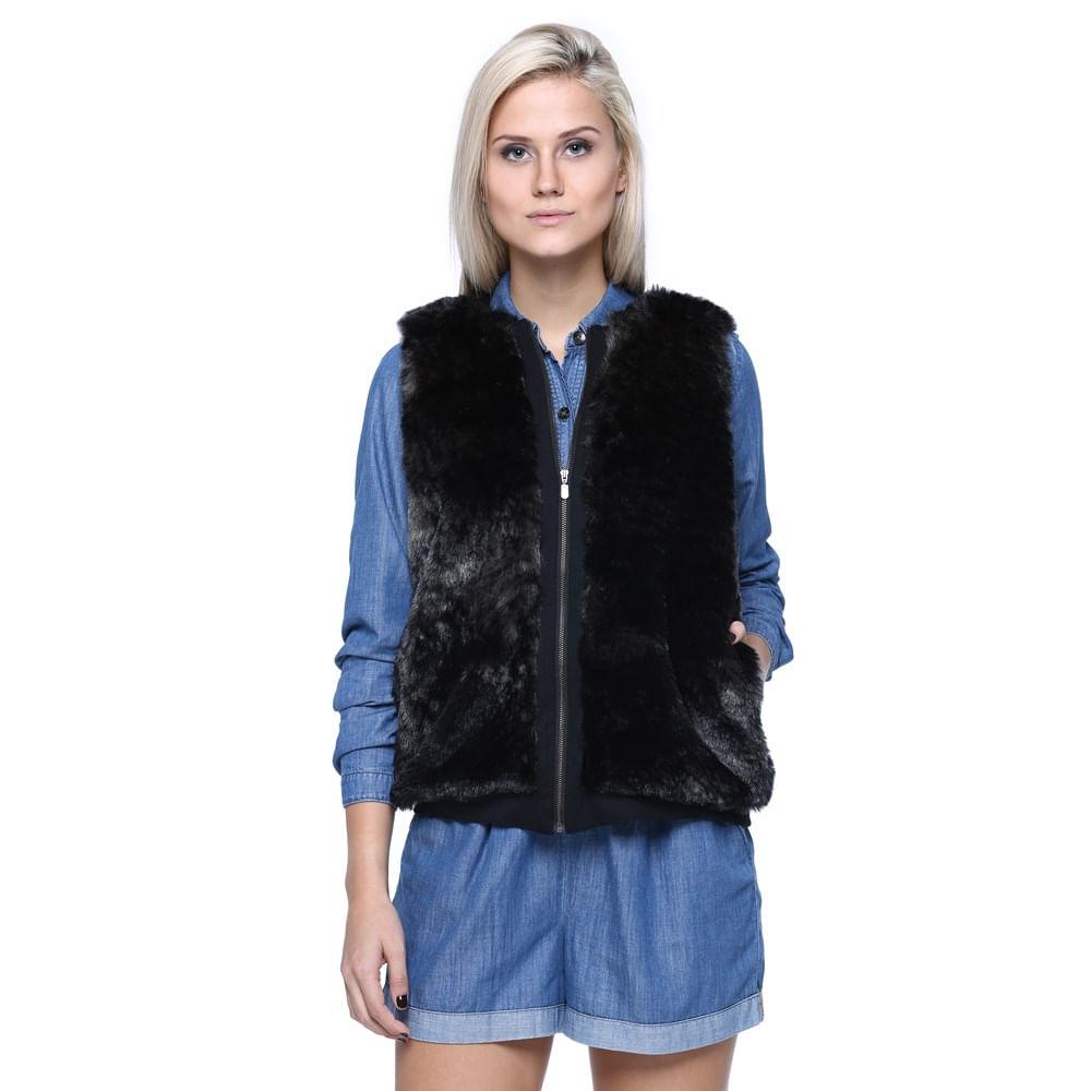 Confira os melhores casacos e coletes de pelo fake para se aquecer com estilo neste inverno. Tudo em até 6x sem juros. Entrega para todo o Brasil!