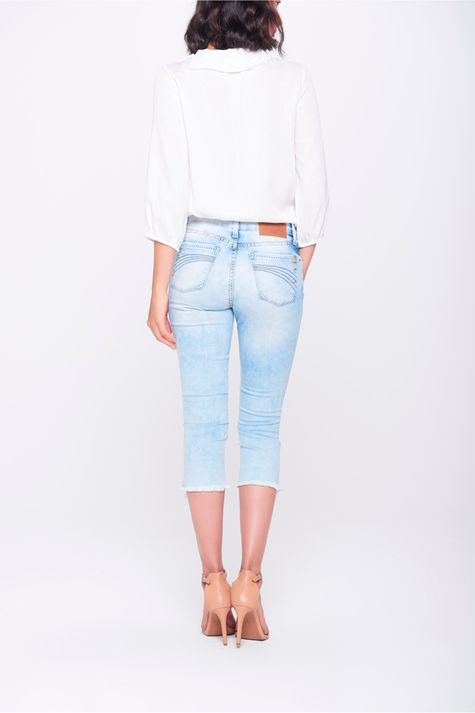 Calca-Jeans-Capri-Rasgada-Costas--
