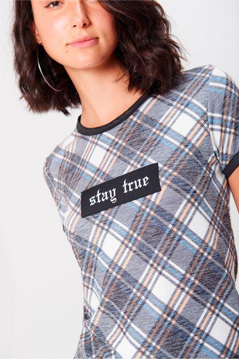 Camiseta-Xadrez-Feminina-Detalhe--