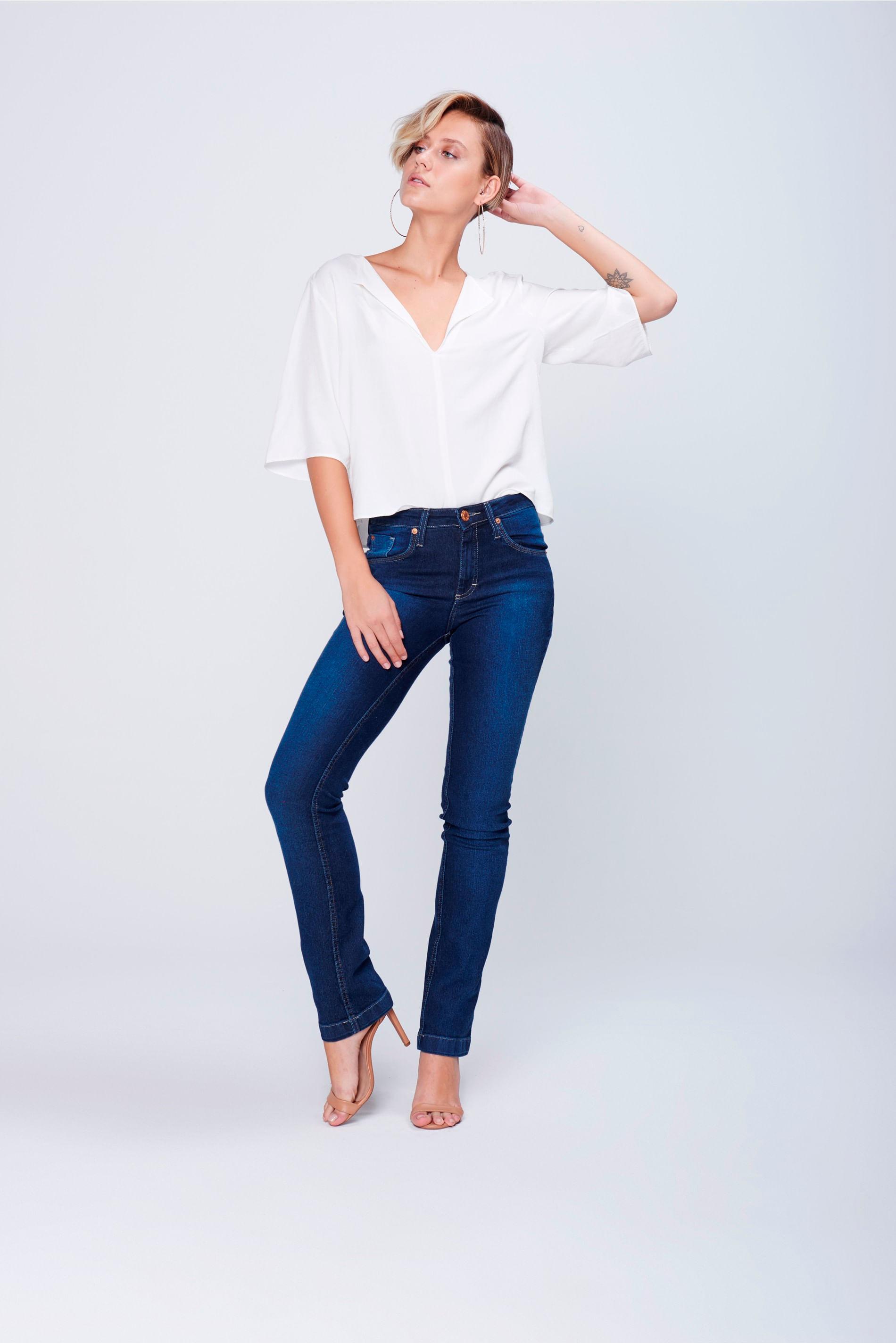 Calça Jeans Reta com Recortes nos Bolsos - Damyller 268b91de2a8