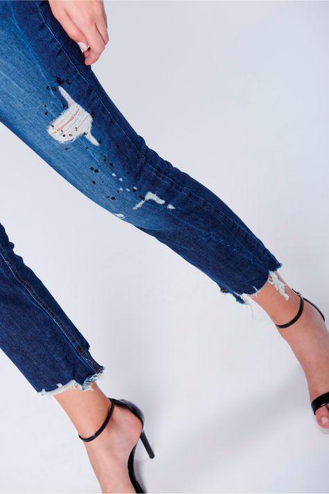 Calca-Jeans-Reta-Rasgada-Feminina-Frente--