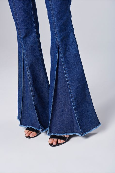 Calca-Jeans-Flare-Feminina-Detalhe--