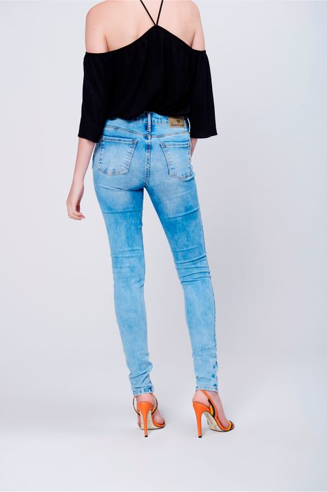 Calca-Color-Reta-Cropped-Rasgada-Costas--Calca-Jeans-Skinny-com-Rasgos-no-Joelho