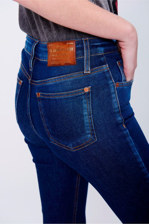 Calca-Jeans-Justa-Cropped-Cintura-Alta-Detalhe--