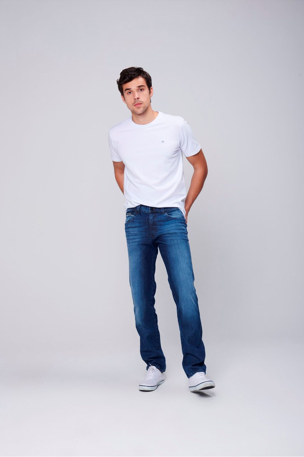 Calca-Jeans-Justa-Relevo-Bolso-Masculina-Frente--