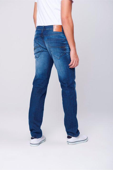 Calca-Jeans-Justa-Relevo-Bolso-Masculina-Costas--