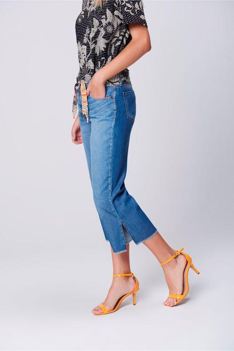 Pantacourt-Jeans-Cinto-de-Lenco-Feminina-Lado--