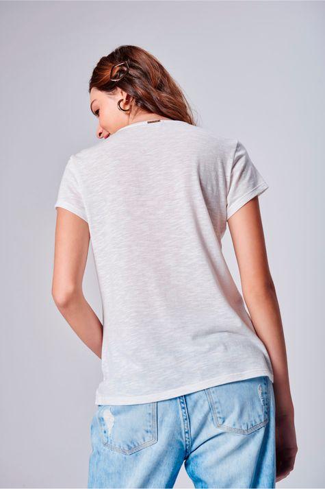 Camiseta-Feminina-Branca-com-Estampa-Detalhe--
