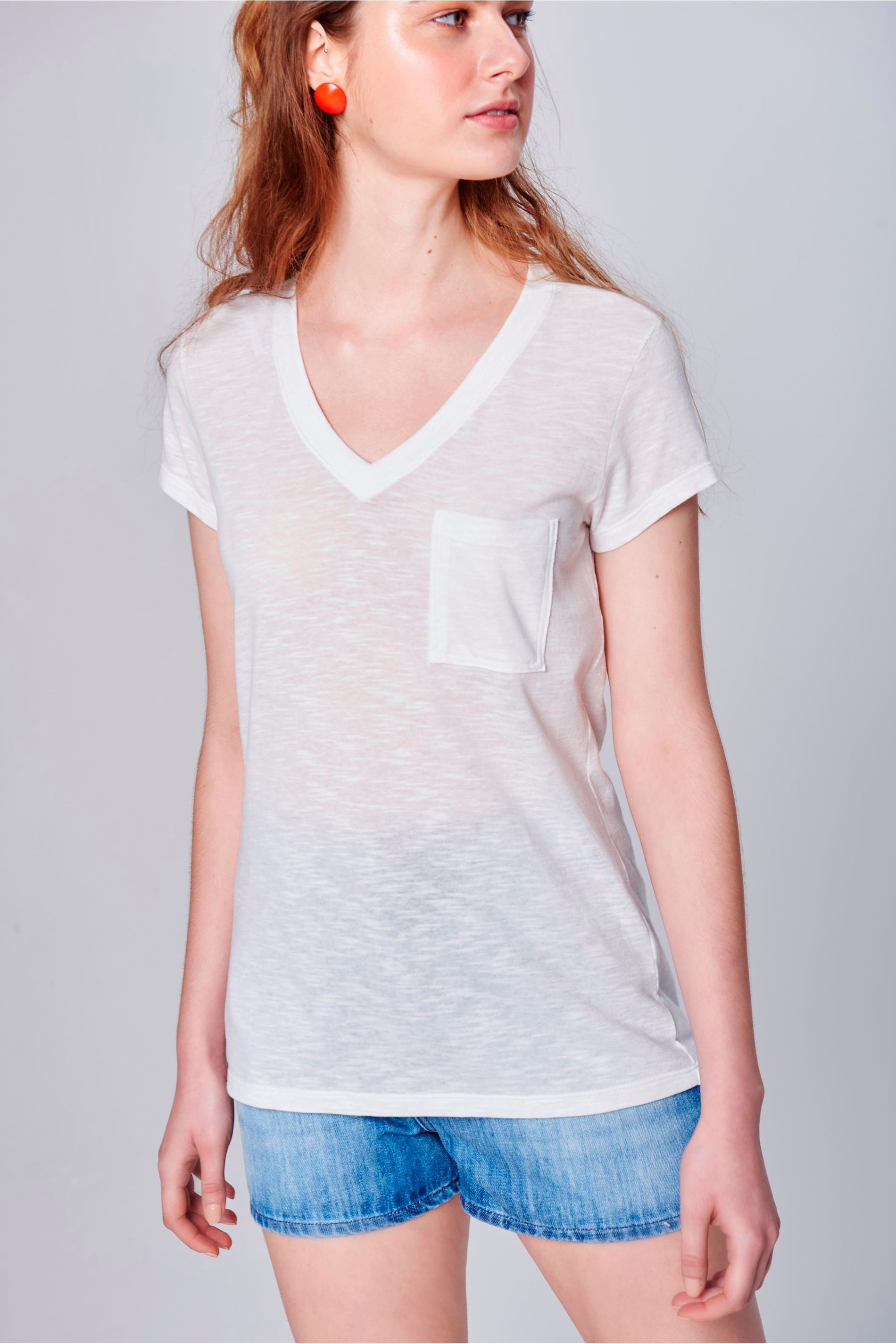 Camiseta Feminina Branca com Bolso - Damyller e417934fa7736