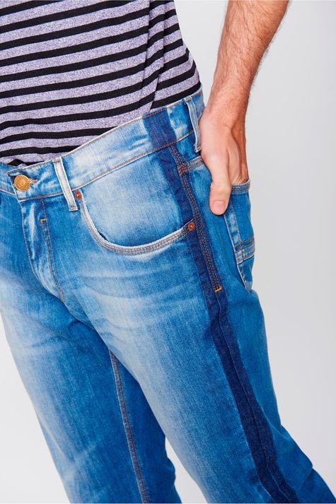Calca-Skinny-Barra-Desfiada-Masculina-Detalhe--