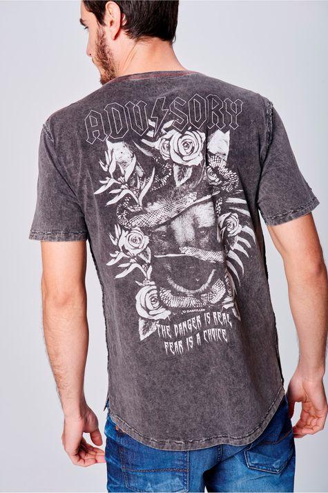 Camiseta-Tingida-com-Estampa-Masculina-Costas--