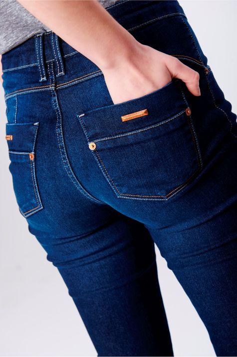 Calca-Skinny-Jeans-com-Pala-Arredondada-Detalhe--