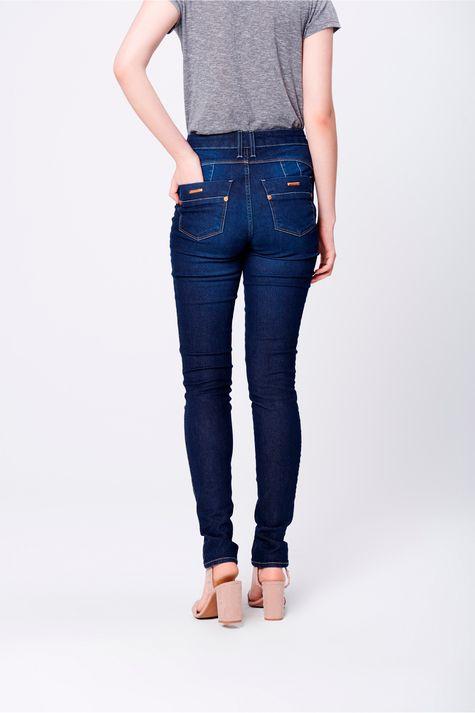 Calca-Skinny-Jeans-com-Pala-Arredondada-Costas--