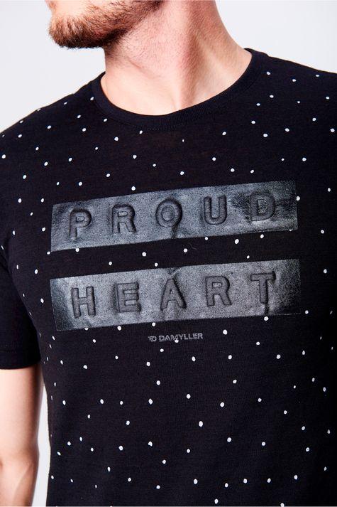 Camiseta-Masculina-Estampa-de-Repeticao-Frente--