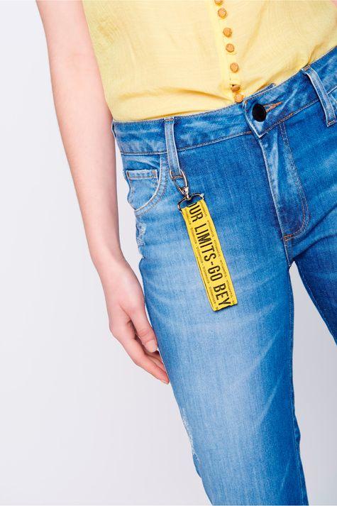 Calca-Jegging-Cropped-Jeans-com-Chaveiro-Detalhe--