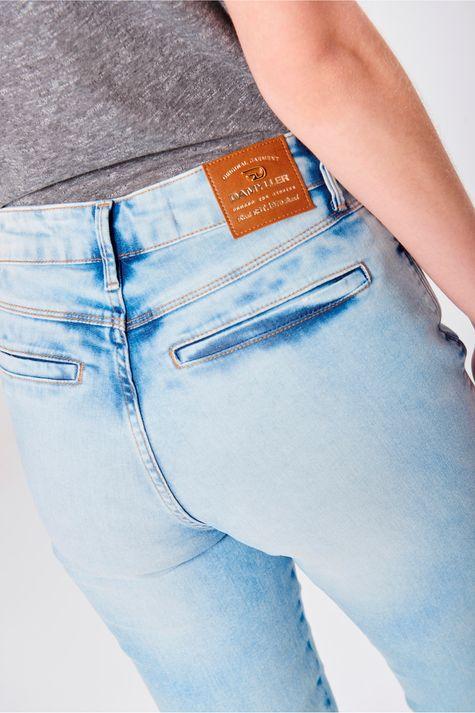 Calca-Skinny-Jeans-com-Bolsos-Embutidos-Detalhe--