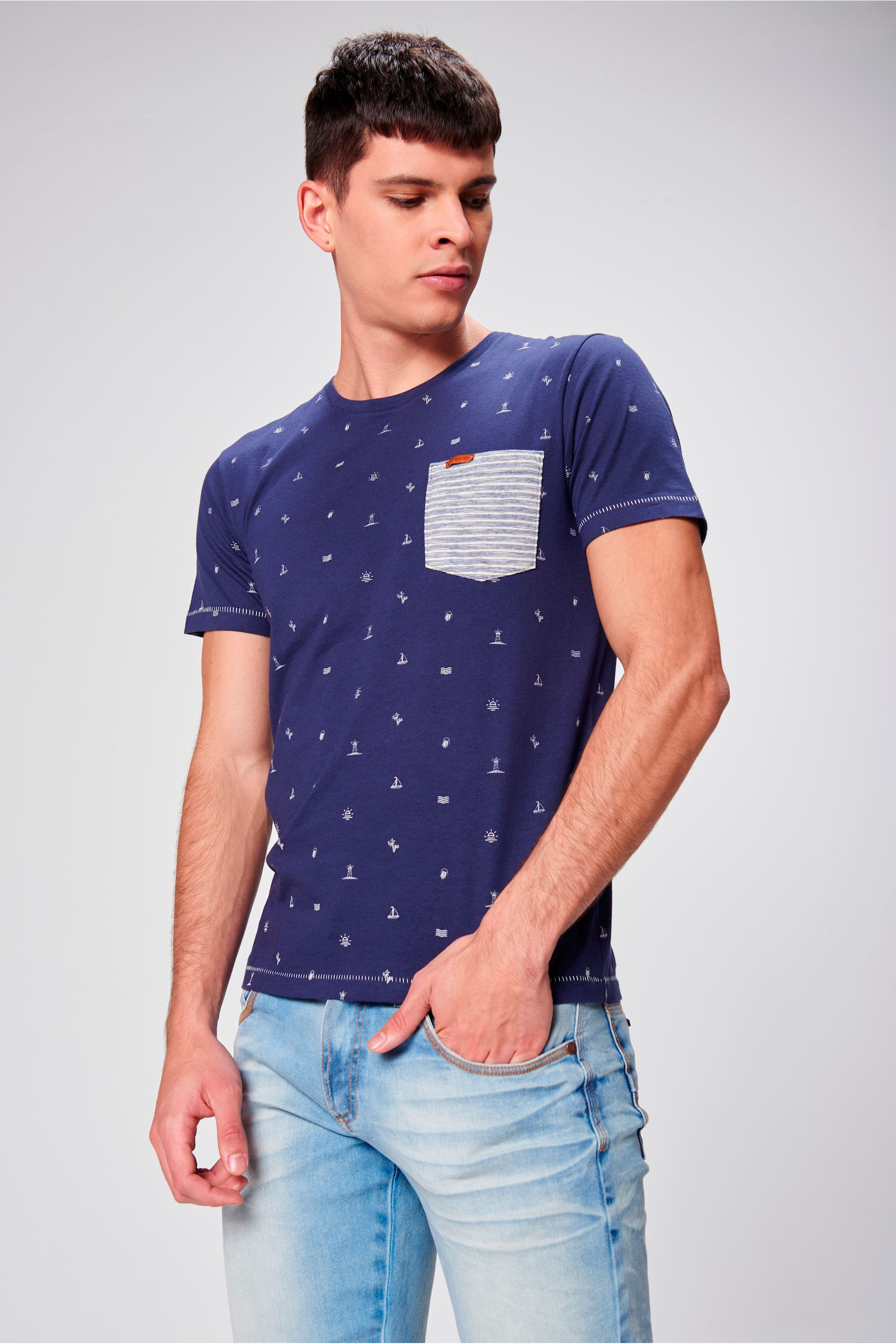 Camiseta Estampada com Bolso Masculina - Damyller 8653150e912