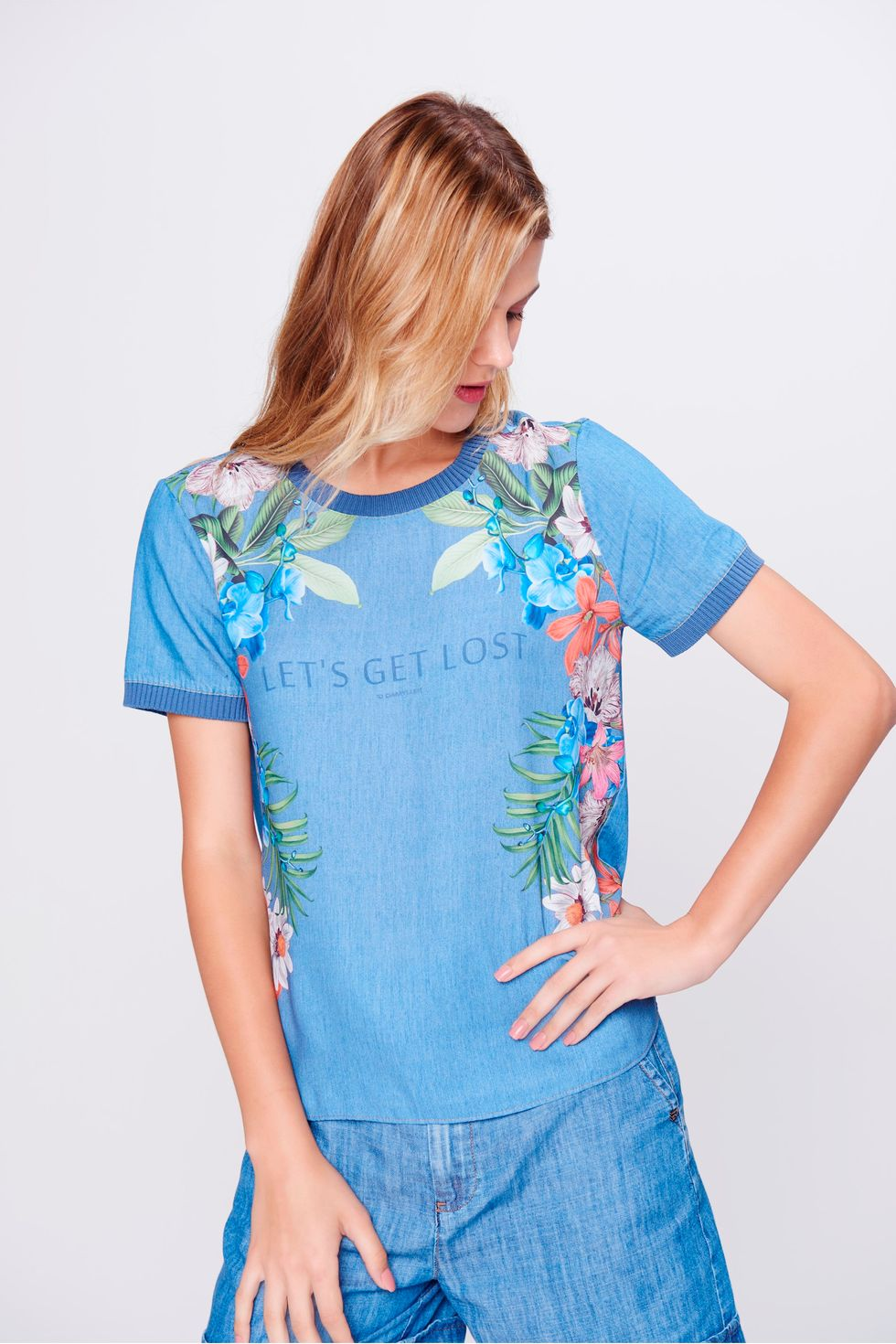 Camiseta-Jeans-Com-Estampa-Floral-Frente--