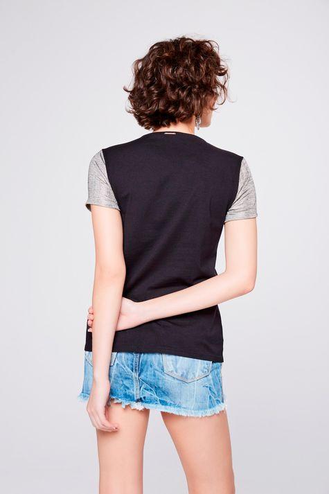 Camiseta-com-Mangas-Metalizadas-Costas--