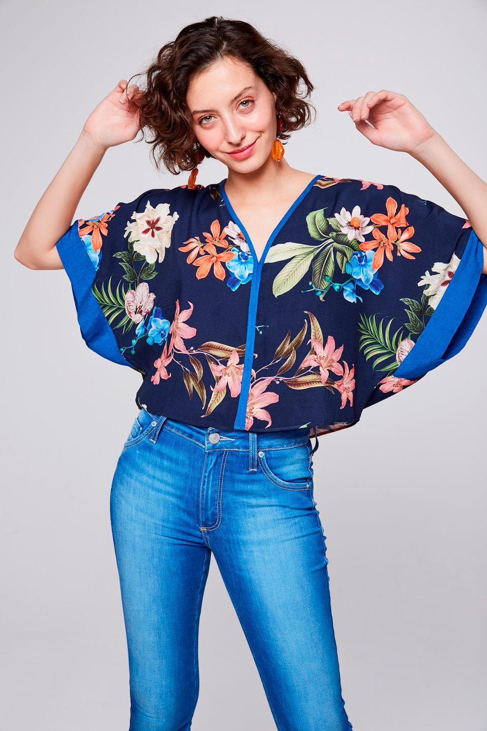 Blusa-Floral-com-Decote-V-Feminina-Frente--