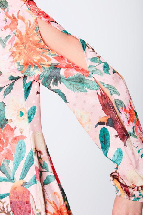 Vestido-Estampado-com-Detalhes-e- Decote -Frente--