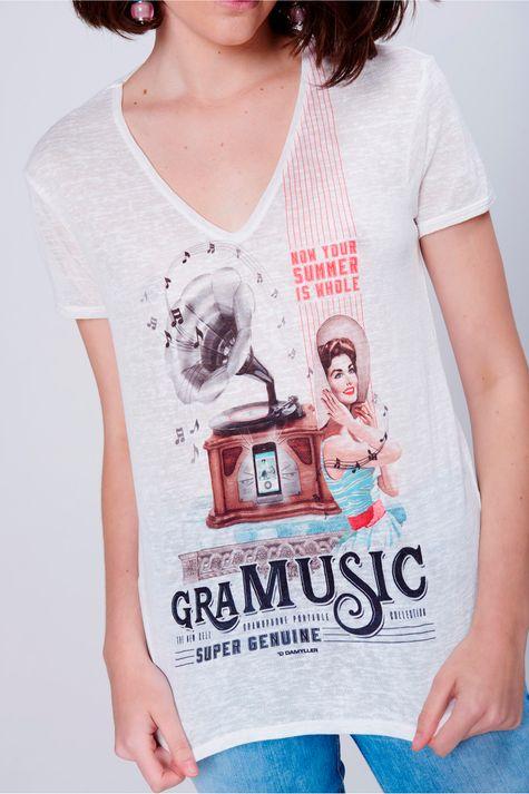 Camiseta-Feminina-Estampada-Decote-V-Detalhe--