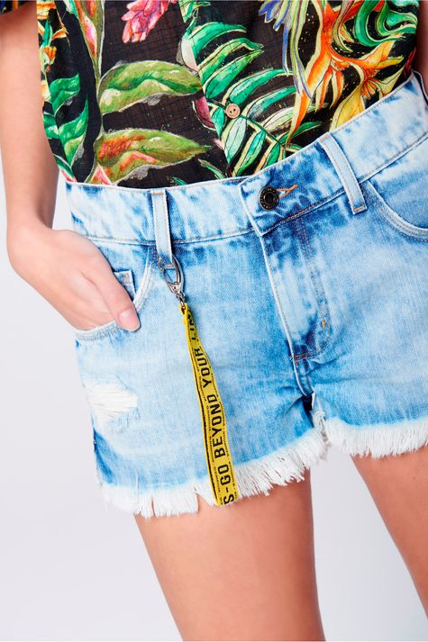 Short-Boyfriend-Jeans-com-Chaveiro-Frente--