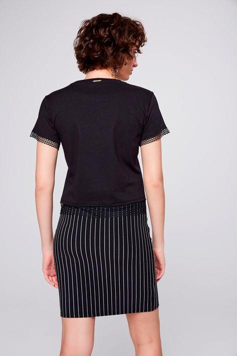 Camiseta-Estampada-com-Detalhe-de-Tela-Frente--