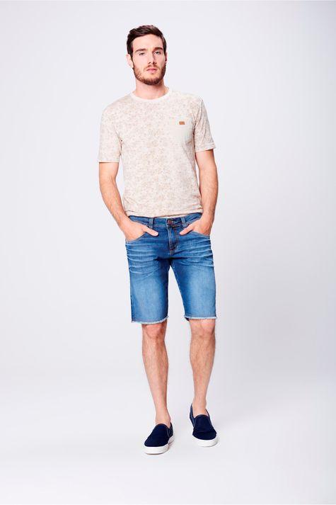 Bermuda-Jeans-Masculina-Barra-Desfiada-Frente--