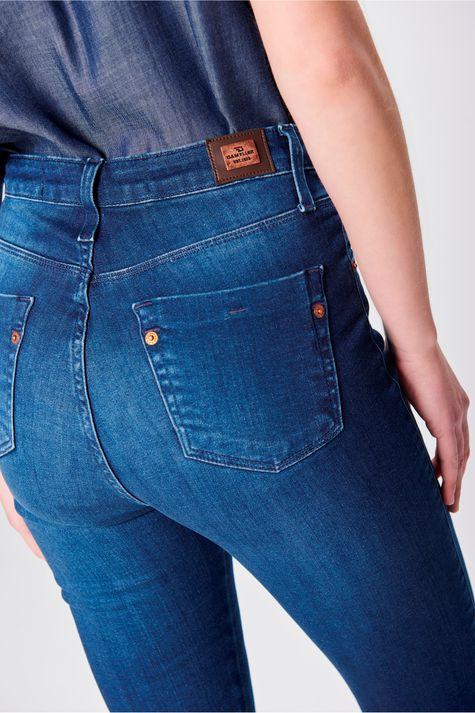 Calca-Jeans-Jegging-com-Fenda-na-Barra-Detalhe--