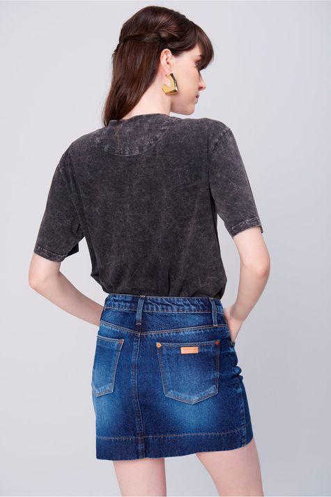 Saia-Jeans-Mini-com-Etiqueta-no-Bolso-Costas--