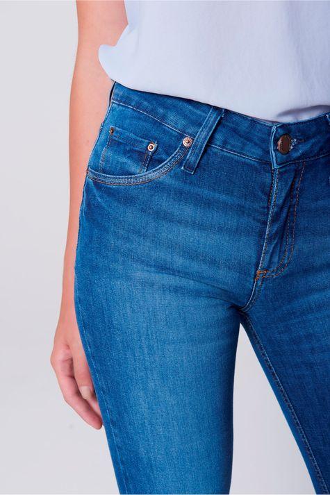 Calca-Jeans-Reta-com-Detalhe-nos-Bolsos-Frente--