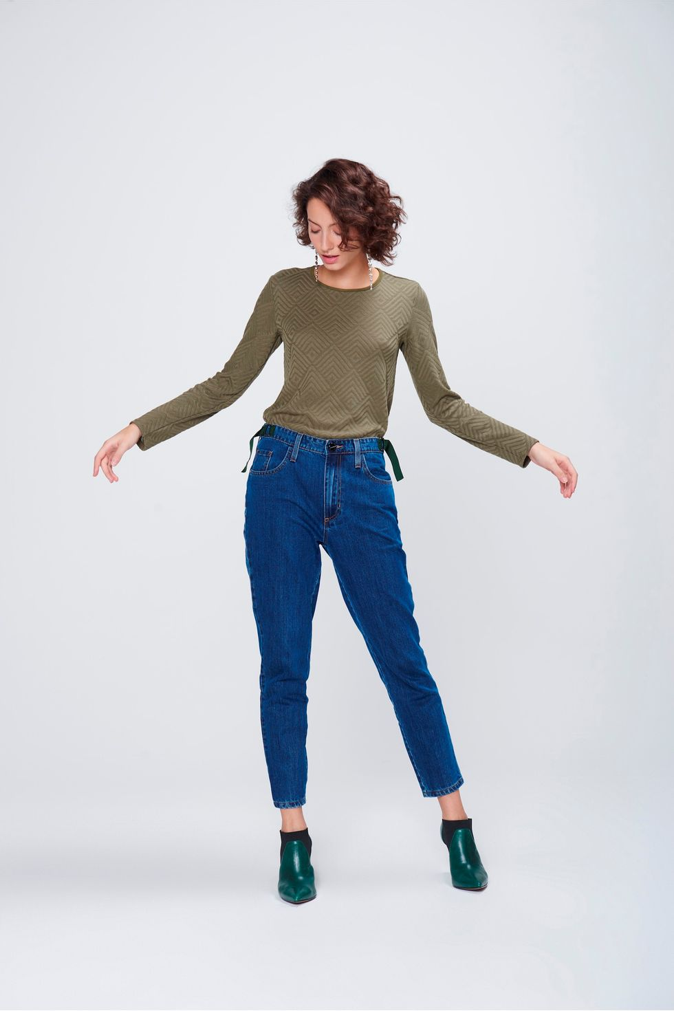Calca-Mom-Jeans-Cropped-Feminina-Frente--