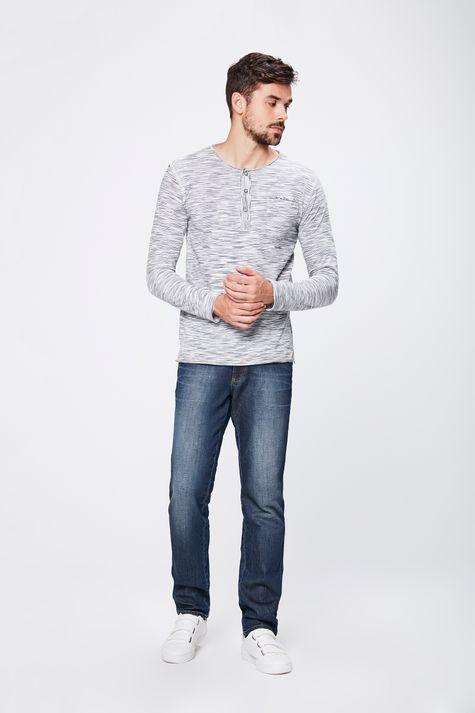 Camiseta-com-Relevo-Frontal-Masculina-Detalhe-1--