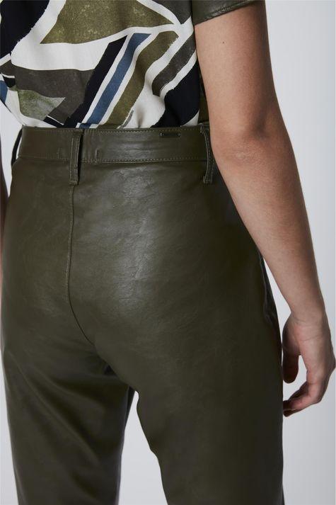 Calca-Verde-Militar-Resinada-Feminina-Detalhe-1--