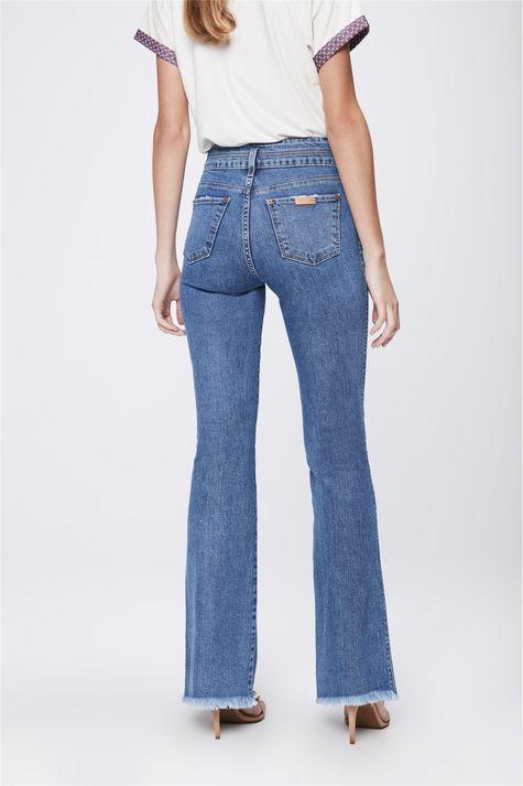 Calca-Jeans-Flare-com-Recortes-Feminina-Costas--