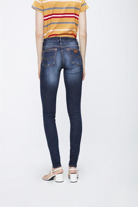 Calca-Jeans-com-Cintura-Media-Feminina-Costas--