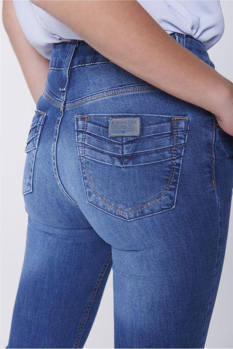 Calca-Jeans-Reta-com-Detalhe-nos-Bolsos-Detalhe--