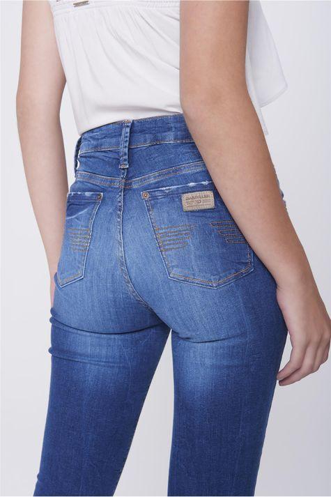 Calca-Jeans-Cropped-Destroyed-Feminina-Detalhe--