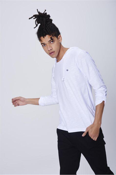 Camiseta-Masculina-com-Capuz-Frente--