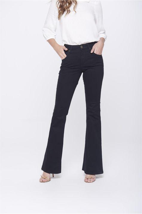 Calca-Boot-Cut-Preta-Jeans-Cintura-Alta-Frente-1--