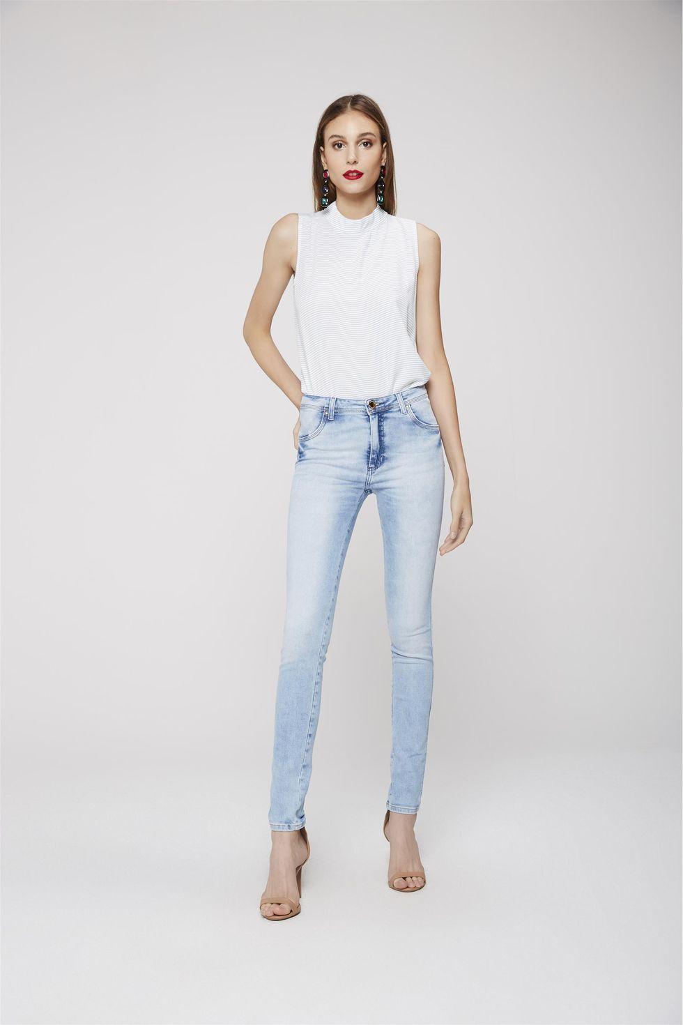 Calca-Jegging-Jeans-com-Pala-Arredondada-Frente--