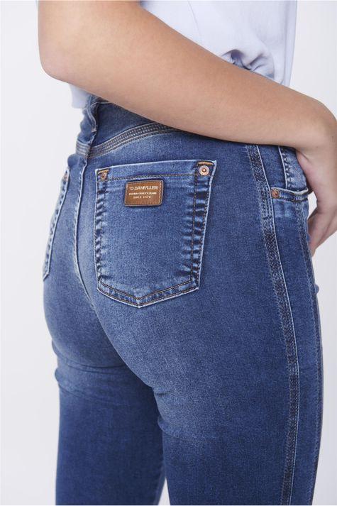 Calca-Boot-Cut-Jeans-Detalhe-Lateral-Detalhe--