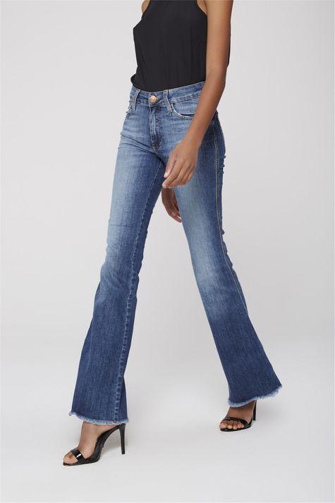 Calca-Boot-Cut-Jeans-Barra-Desfiada-Lado--