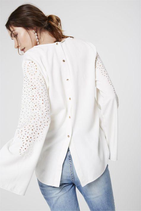 Camisa-Detalhe-Vazado-Feminina-Costas--