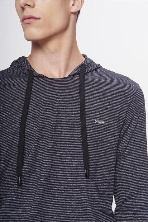 Camiseta-com-Capuz-Masculina-Detalhe--