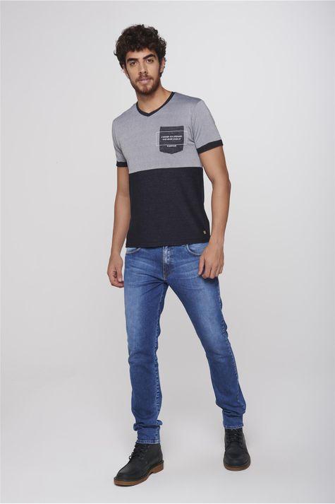 Camiseta-com-Bolso-Masculina-Detalhe-1--