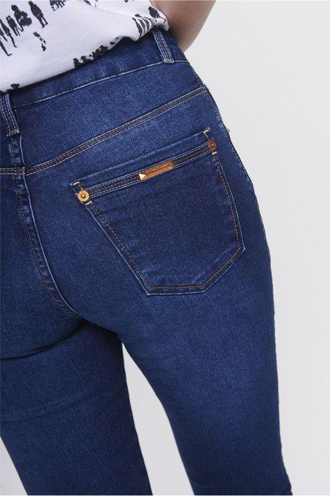 Calca-Jeans-Reta-Basica-Feminina-Detalhe--