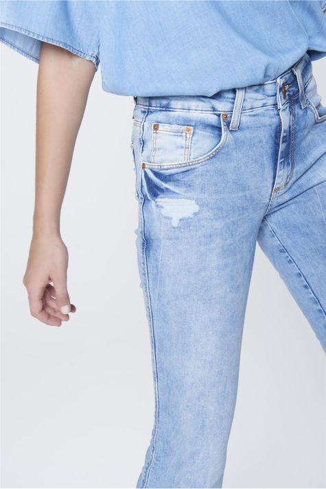 Calca-Boot-Cut-Feminina-Jeans-Destroyed-Detalhe--