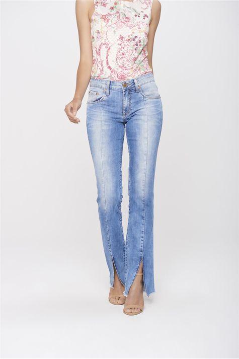 Calca-Jeans-Reta-com-Fenda-na-Barra-Frente-1--